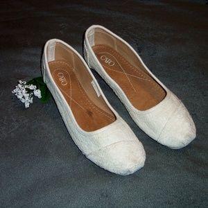 Cato white lace slip on flats sz 10